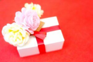 プレゼントと花